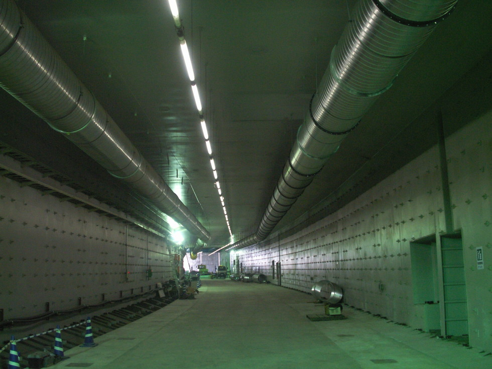 トンネル建設中の内部換気用ダクト設備